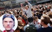 Hàng ngàn fan tụ tập tổ chức tiệc âm nhạc tưởng nhớ Avicii giữa thủ đô Thụy Điển